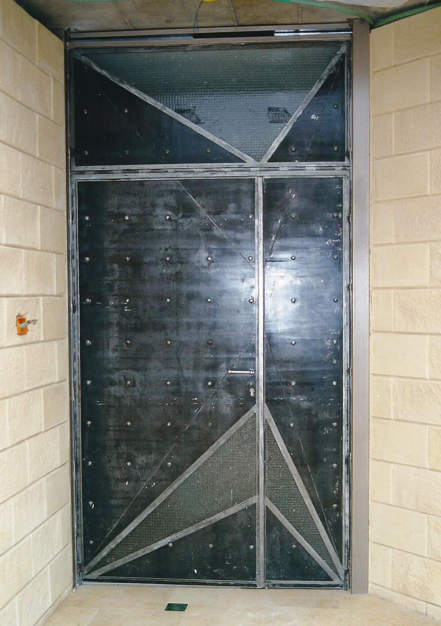 דלת כניסה מברזל