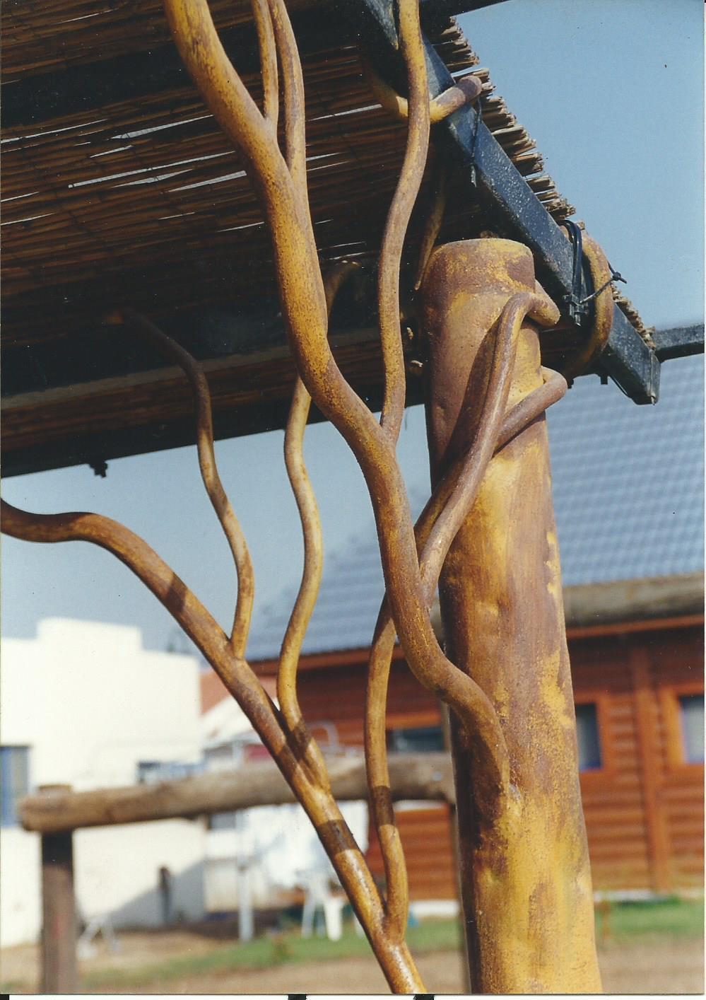 פרגולת עצים מברזל