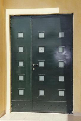 דלתות כניסה מברזל