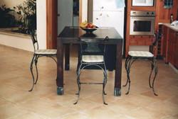 כסאות בנפחות לאי במטבח