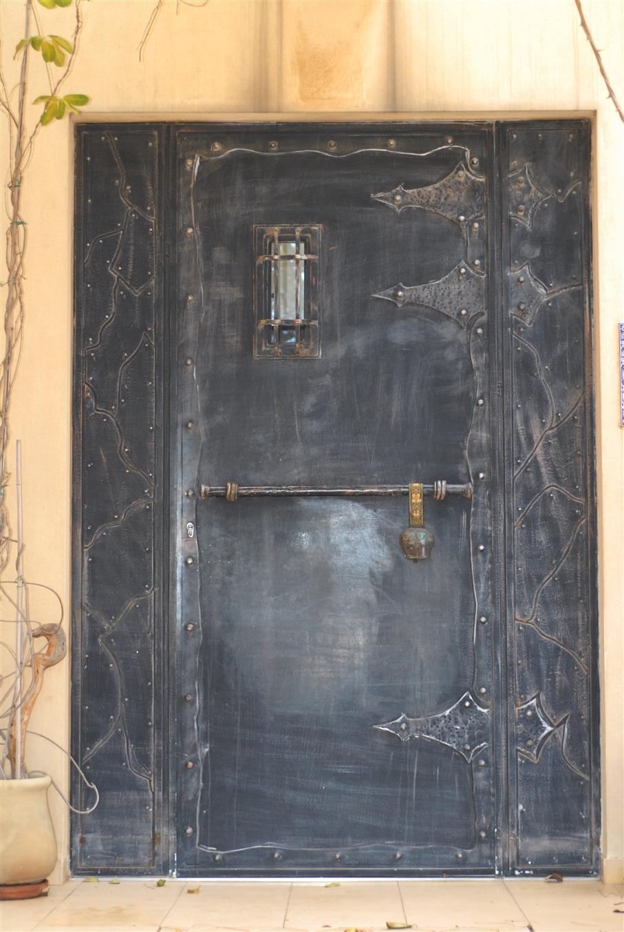 דלת טירה מעוצבת