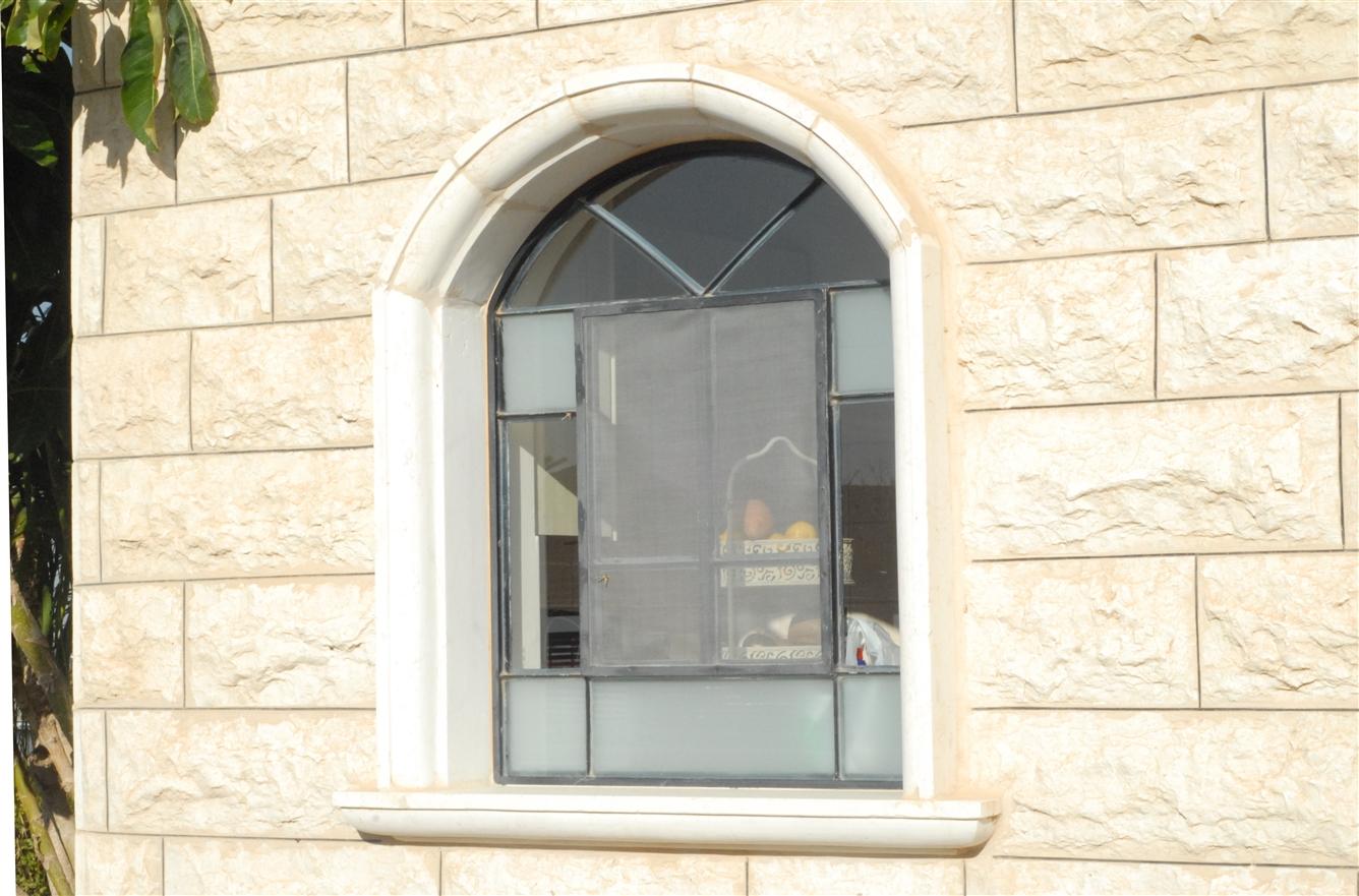 חלון בלגי ברזל קשתי