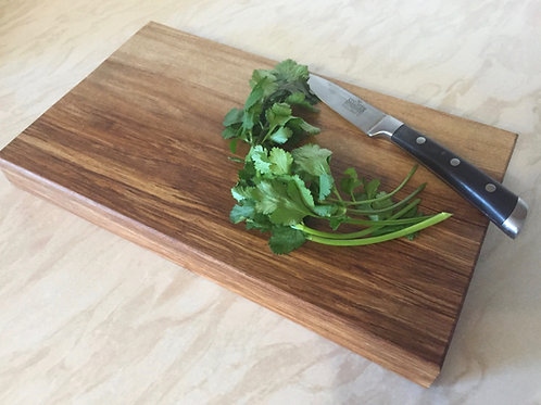 Lipped Wooden Chopping Board (Elm)