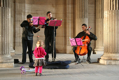 Street_musicians_in_Paris,_October_11,_2