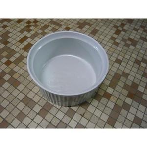 Cassolette dentelée en porcelaine