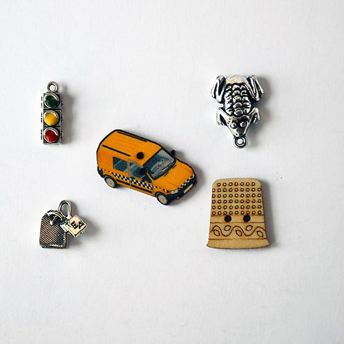 Letter T trinkets, 1-3cm, 5 objects