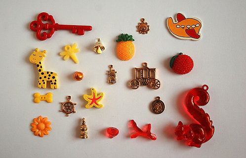 Queen I Spy trinkets collection, 1-6cm, Set of 20