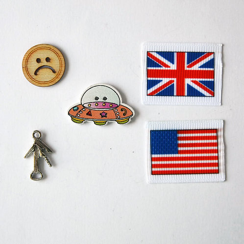 Letter U trinkets, 1-3cm, 5 objects