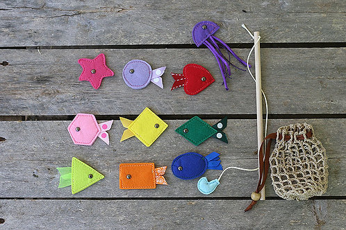Magnetic Fishing set, Set of: 10 fishes, wood fishing rod and crochet net