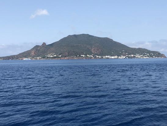 Isole Eolie dalla barca in yacht chartear.jpg