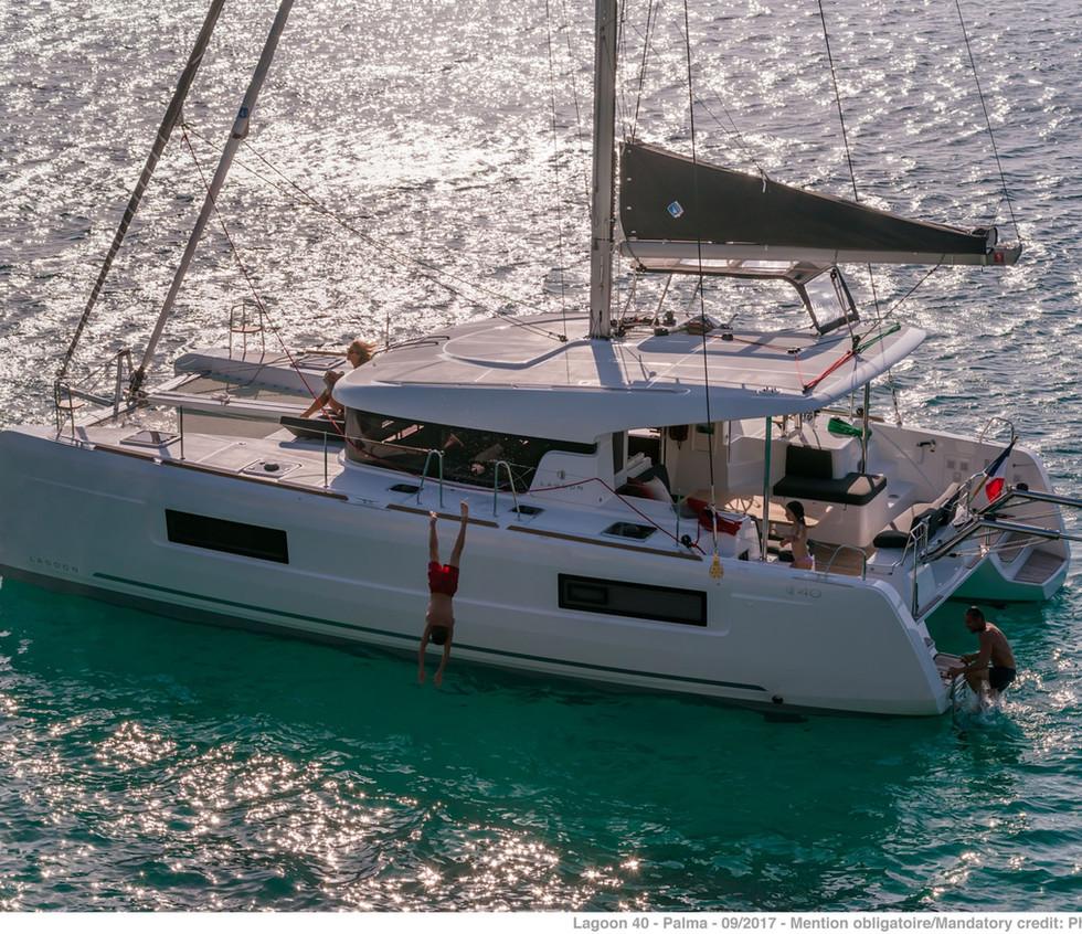 catamarano lagoon 40 4 cabine.jpg