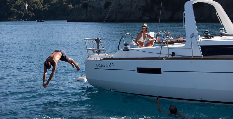 oceanis45 foto baia  SunSicily yacht charter.jpg