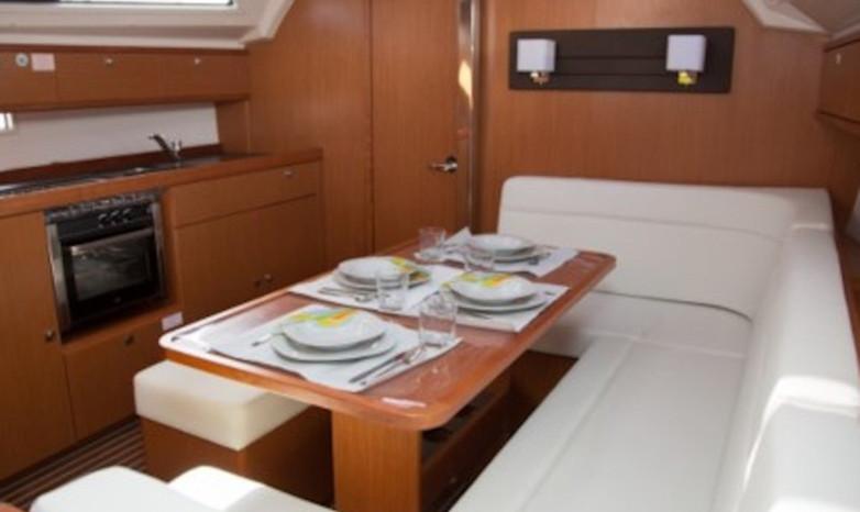 barca a vela in yacht charter con base Cannigione, Sardegna