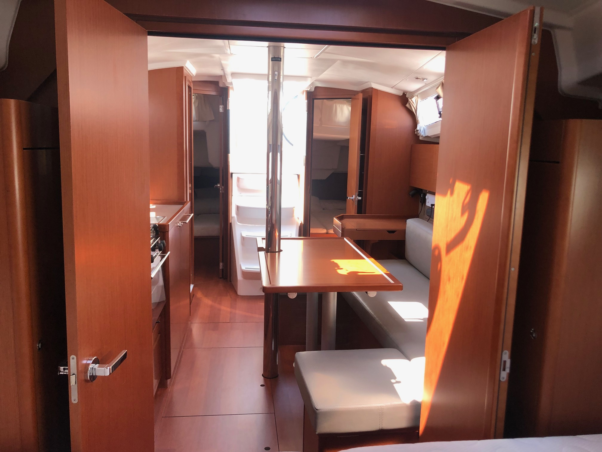 oceanis 35 Sunsicily interior