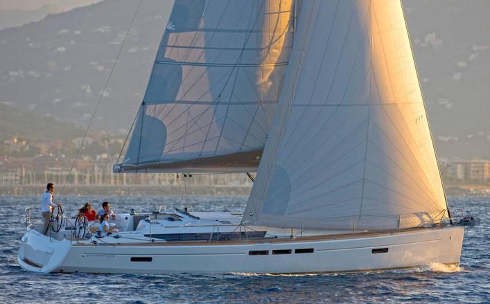 Sun Odyssey 519 a noleggio con Albasail yacht charter a Salerno