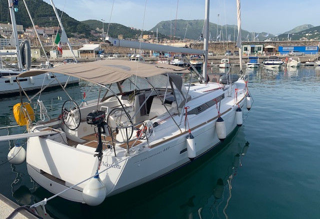 sun odyssey 449 in affitto da Salerno. IN vacanza in barca a vela direzione Capri ed Ischia