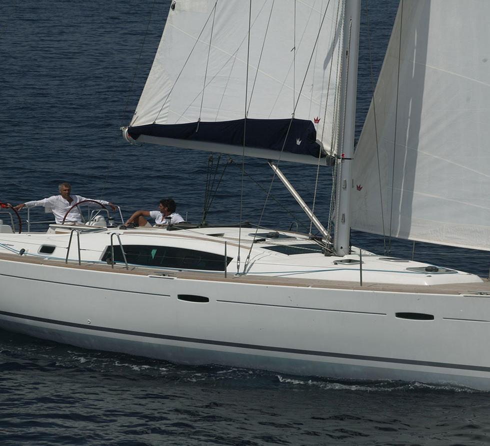 oceanis_43_Sun Sicily yacht charter.jpg