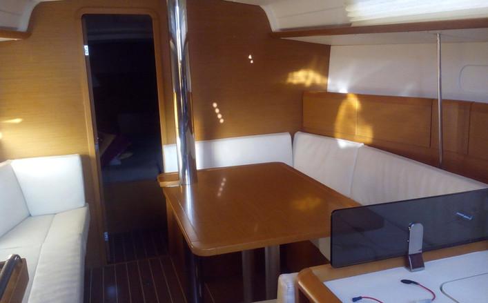 Sun Odissey 379 barca a vela 3 cabine a noleggio a Salerno