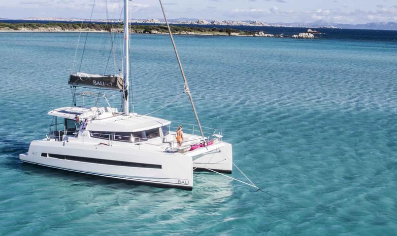 Bali 4.1 catamarano nuovo a noleggio in Sardegna