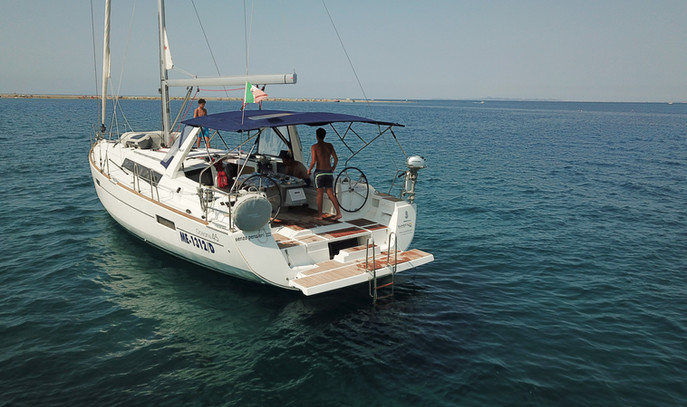 Oceanis 45 4 cabine a noleggio Portorosa Eolie