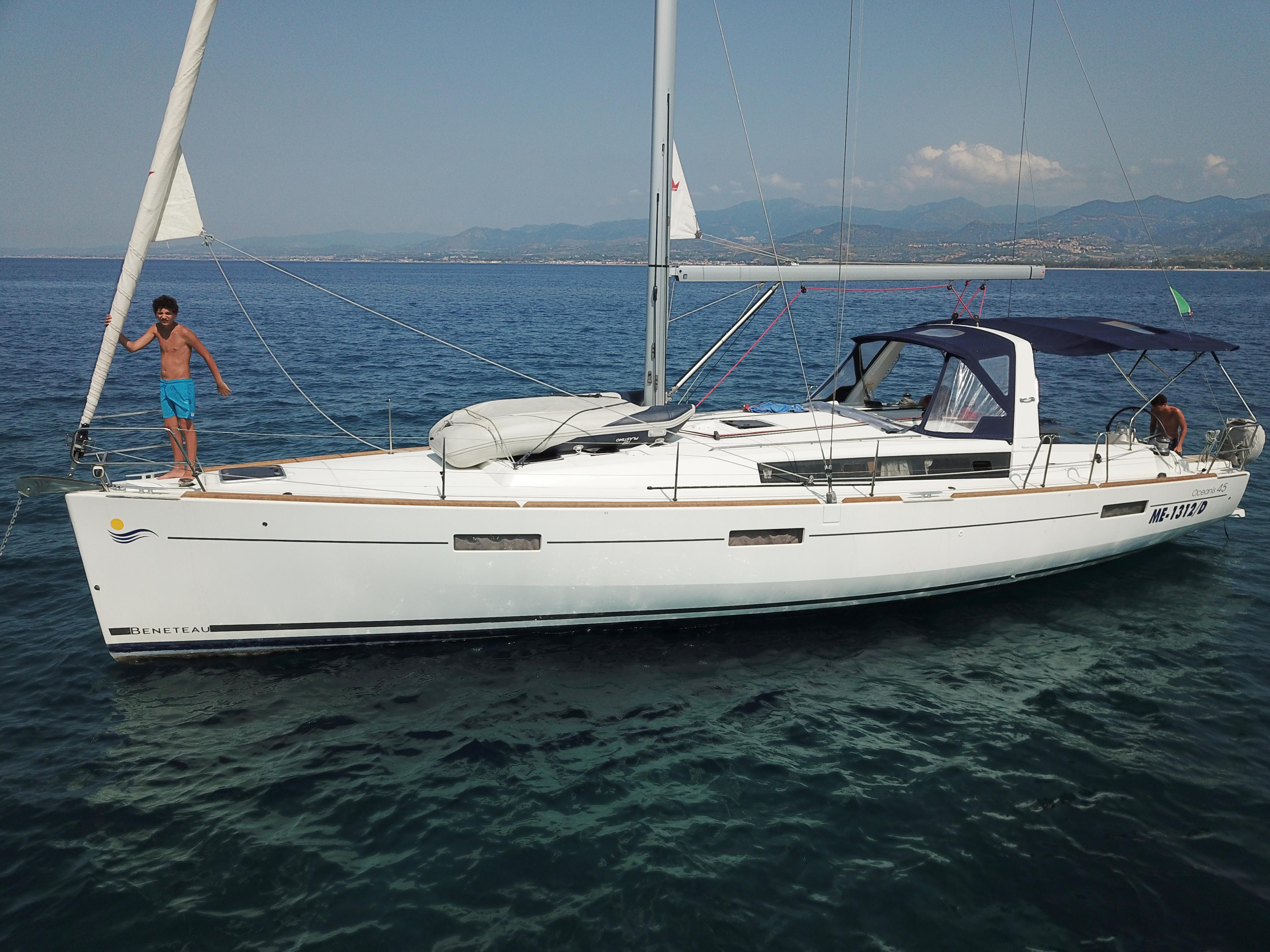 Oceanis 45 in navigazione