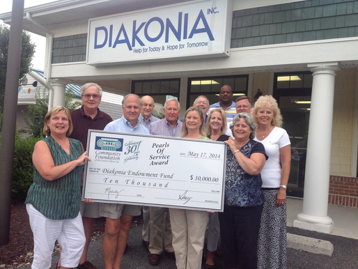 Community Foundation Presents 30th Anniversary Pearls of Service Award to Diakonia, Inc.