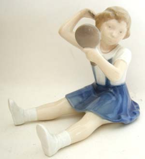 B&G 2318 Girl with Comb & Mirror