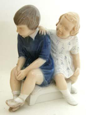 B&G 2261 Boy & Girl Sitting