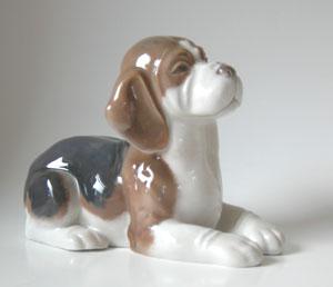 RC 1020565 Beagle, Lying