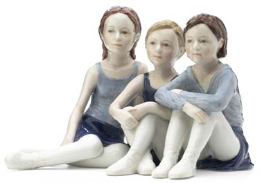 RC 1249136 3 Ballerinas, Sitting