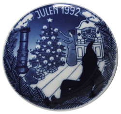 1992 Porsgrund Christmas Plate, Lighting up Tree