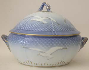 B&G Seagull #303172 Covered Bowl (Large) 11 in.