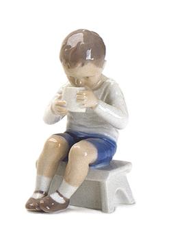 B&G 1713 Boy Drinking