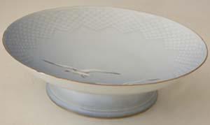 B&G Seagull #303206 Raised Cake Dish 9 1/2 in.