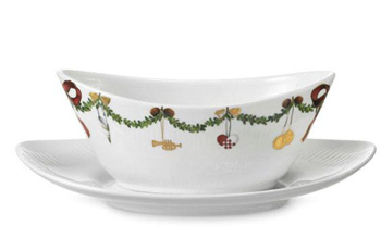 RC #1017450 Star Fluted Sauce Boat 14 1/4 oz.