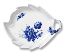 RC #1106357 Leaf Shapped Dish 9 In.