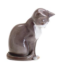 B&G 1876 Cat, Sitting
