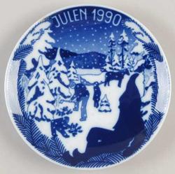 1990 Porsgrund Christmas Plate, Bringing Tree
