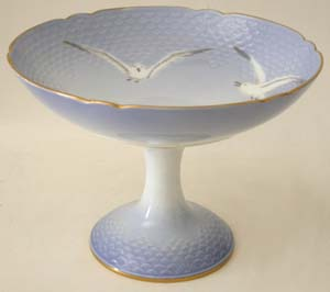 B&G Seagull #303461 Cake Dish on Piedestal 8 in.