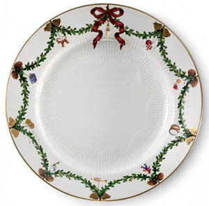RC #1017457 Star Fluted Dinner Plate
