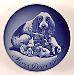 1969 B&G Dog and Puppies