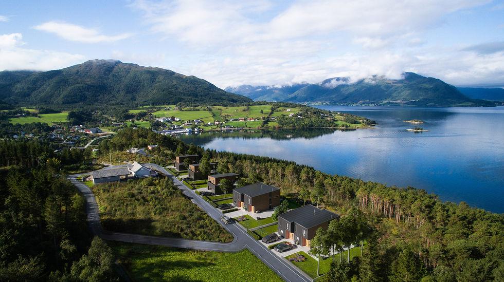 Lake housing