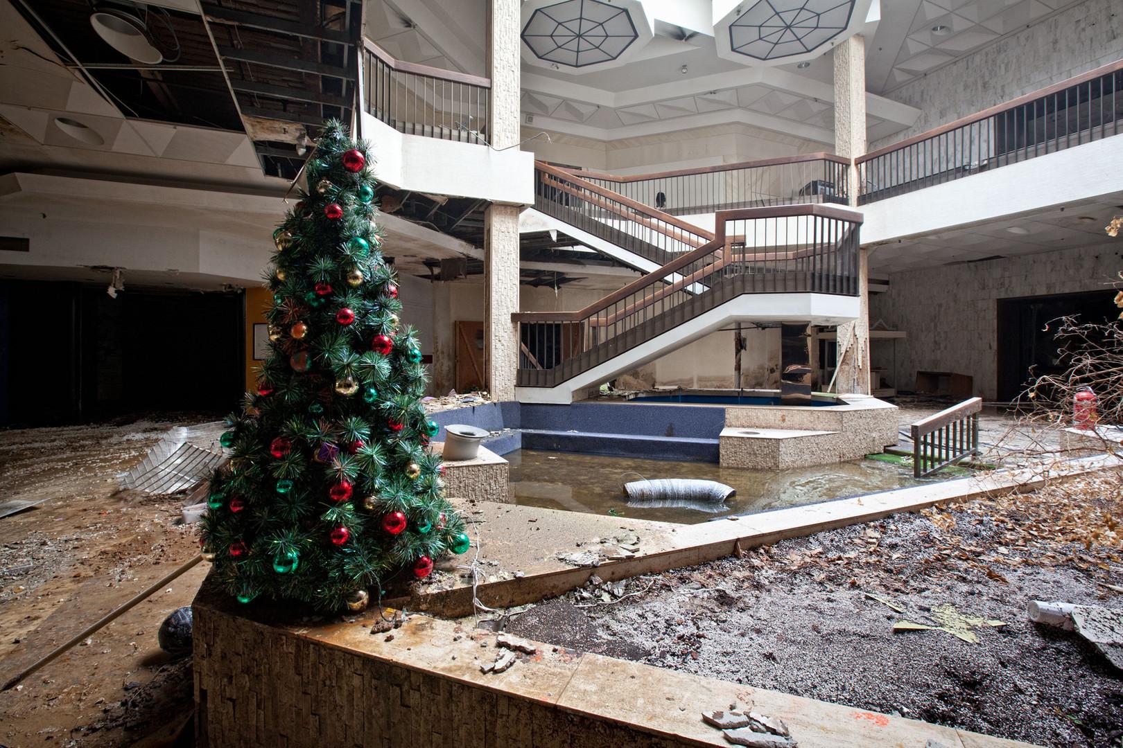 Randall Park Mall _ A Not So Merry Chris