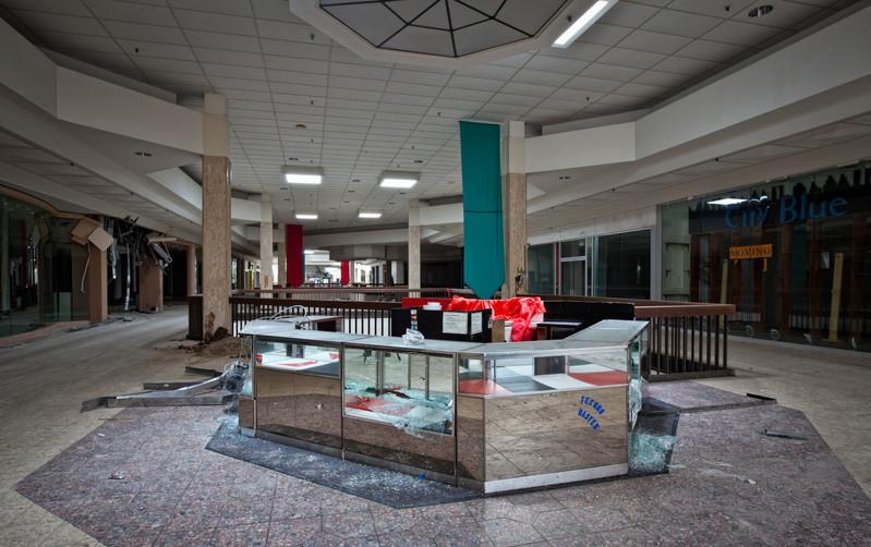 Randall Park Mall | Shattered Kiosk
