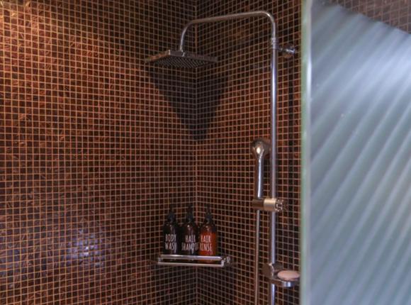 창원 스웨디시 마사지 샤워실