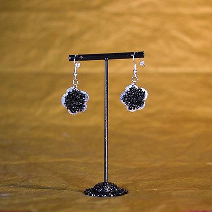 Boucles d'oreille fleur noir et argent