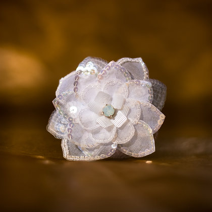 Barrette fleur blanc opale