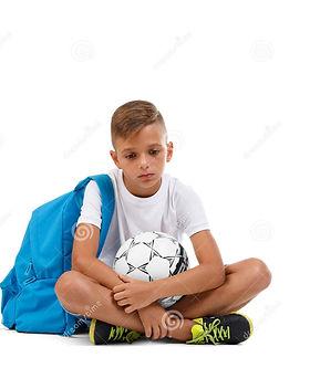 un-garçon-triste-d-isolement-sur-un-fond