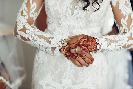 bride-with-mehendi-2JEB59Y.jpg