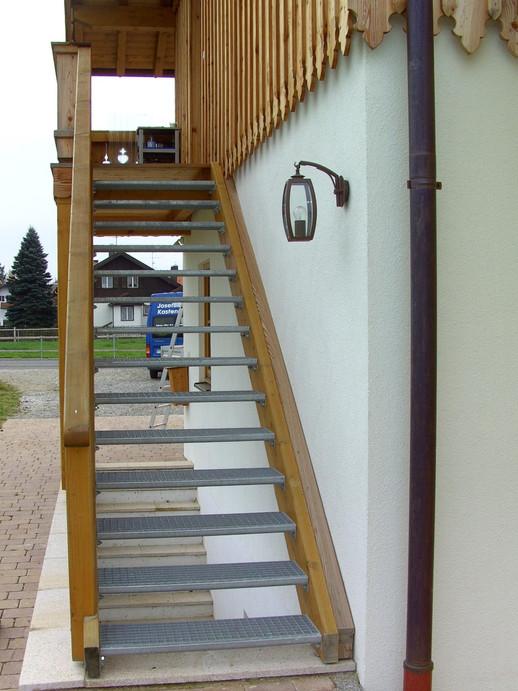 Außentreppe Lärche natur (2).JPG